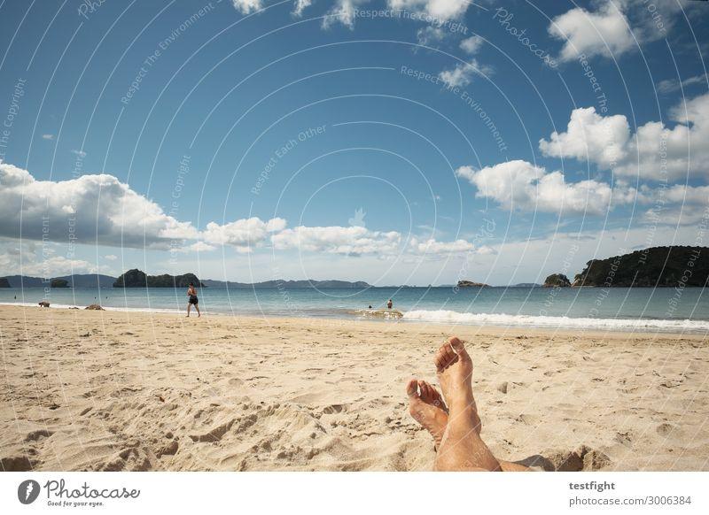 ja Ferien & Urlaub & Reisen Tourismus Ferne Freiheit Sommer Sommerurlaub Sonne Sonnenbad Strand Meer Insel Wellen Mensch Körper Fuß Schwimmen & Baden beobachten