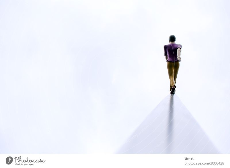 SkyMan | UT Kassel Mensch Mann Erwachsene Wege & Pfade Gefühle Bewegung Kunst außergewöhnlich Stimmung Design gehen hell maskulin träumen Kraft ästhetisch
