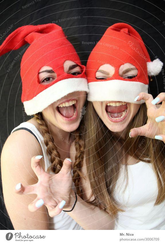 Weihnachtsmonster feminin Junge Frau Jugendliche Auge Mund Finger 2 Mensch Mütze langhaarig Zopf gruselig rot weiß Freude Weihnachten & Advent Nikolausmütze