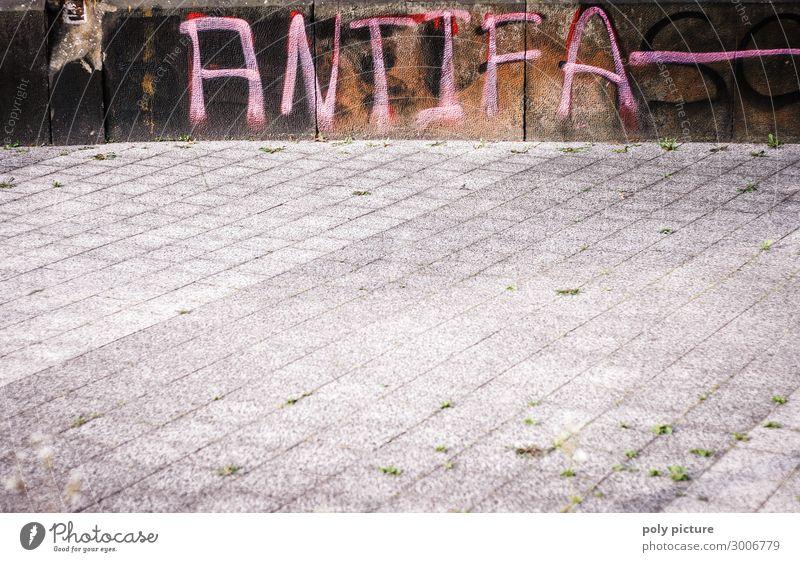 """""""Antifa"""" Graffiti an einer Wand Stadt Stadtzentrum Zeichen Aggression Angst Bürgersteig Politik & Staat Politische Bewegungen Antifaschismus Buchstaben"""