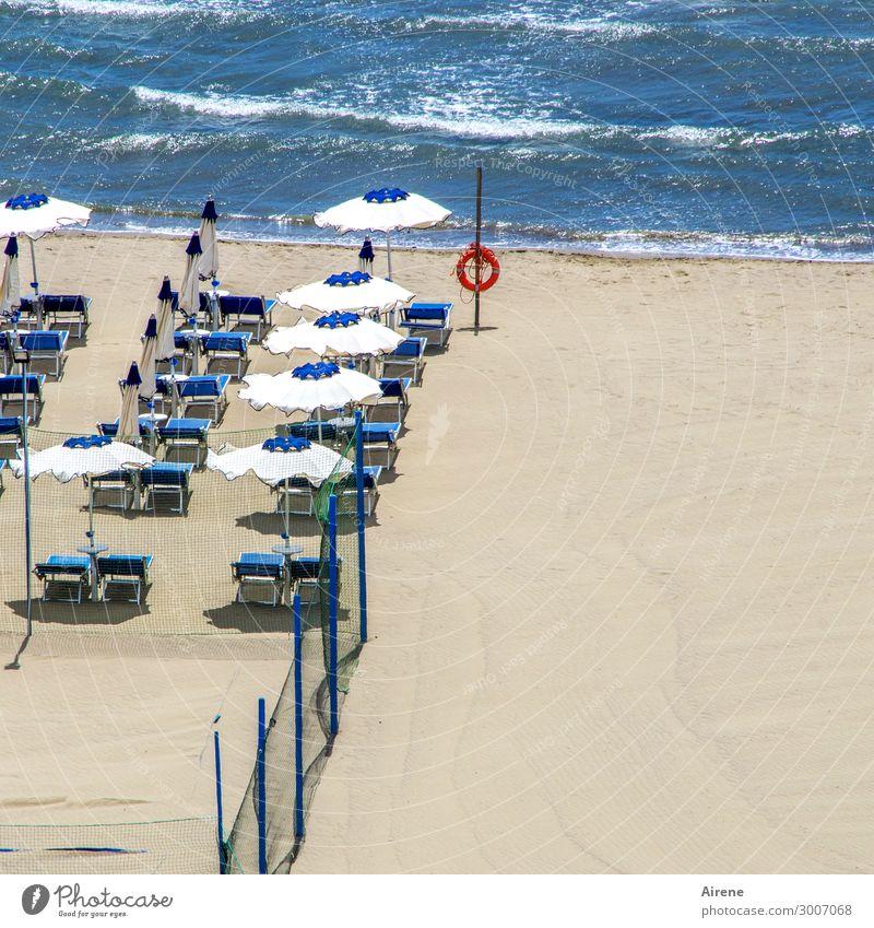 Isolation | abseits vom Trubel Ferien & Urlaub & Reisen Sommer blau weiß rot Meer Erholung Einsamkeit ruhig Strand Küste Tourismus Schwimmen & Baden Wellen
