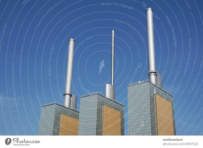Heizkraftwerk Linden in Hannover Stadt Skyline Industrieanlage Bauwerk Gebäude Schornstein Wahrzeichen Energie Industriefotografie Blauer Himmel Deutschland