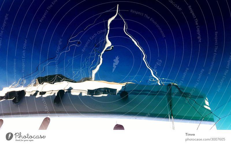 Spiegelung eines Segelbootes Wassersport Schönes Wetter blau weiß Freiheit Freizeit & Hobby Ferien & Urlaub & Reisen Wasserfahrzeug Segelyacht Segeln