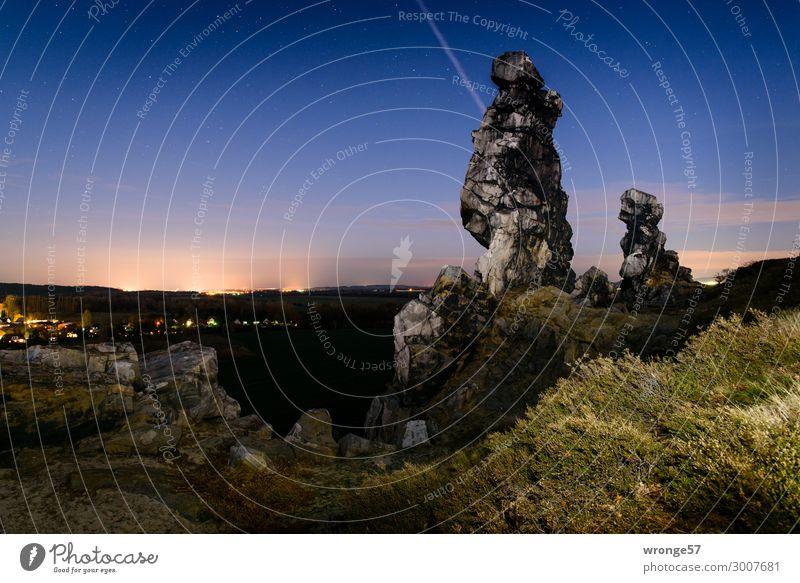 Nachts an der Teufelmauer Himmel Natur Sommer blau grün Landschaft dunkel schwarz natürlich Felsen Horizont Sträucher Schönes Wetter Fußweg Hügel