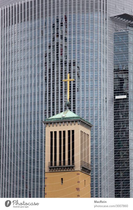 Gotteshaus in einer Bankenviertel Stadt Hauptstadt Stadtzentrum Hochhaus Bankgebäude Architektur Kreuz Religion & Glaube Kirche Kirchturm Christliches Kreuz