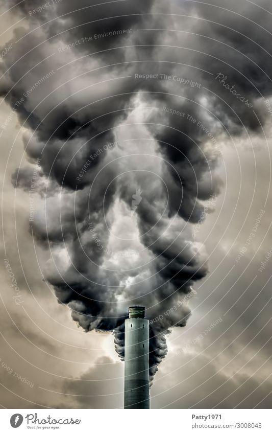 Industrieschlot Energiewirtschaft Kohlekraftwerk Schornstein Abgas Emission Rauch Kamin Rauchen bedrohlich dunkel braun grau schwarz Zukunftsangst Krise