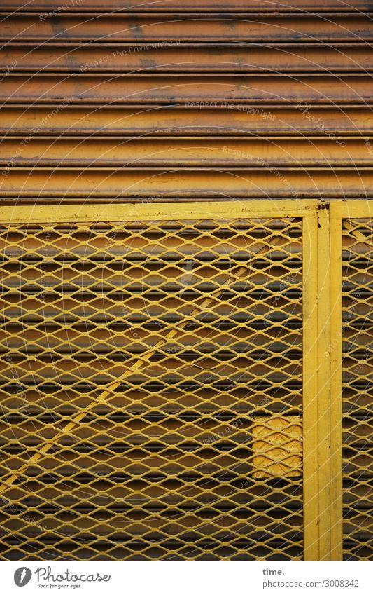 metal types (II) gelb Wand Zeit Mauer Linie Metall Tür Kraft ästhetisch Baustelle entdecken Schutz Sicherheit Zaun Konzentration Grenze
