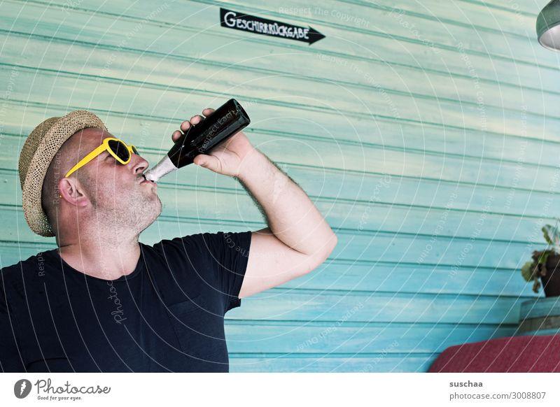 bier bei karl (2) Mann Bier männlich trinken Feierabend Feste & Feiern Flasche Alkohol Biergarten Ferien & Urlaub & Reisen Restaurant Café Geschirrrückgabe