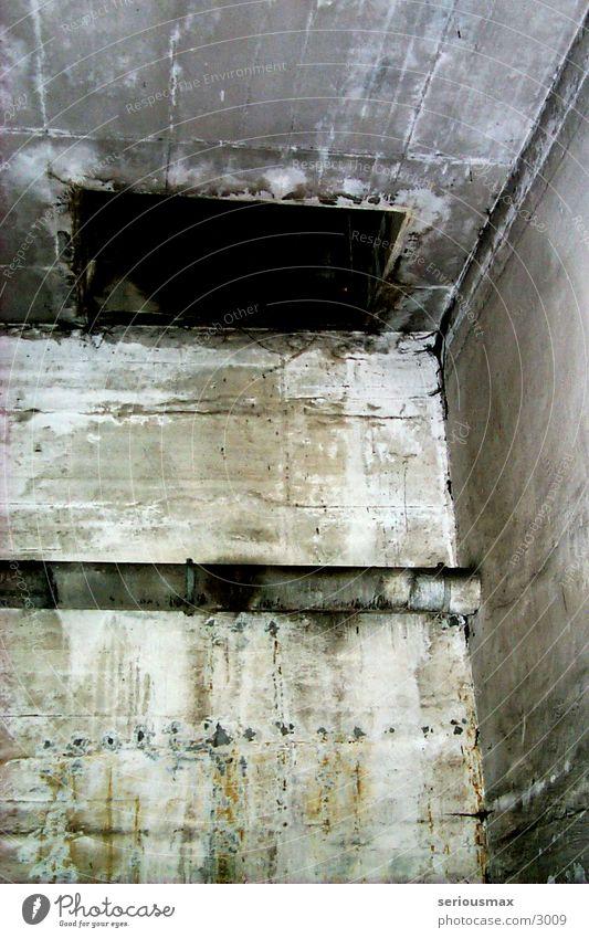 Schacht grau Beton Garage Bunker Schacht