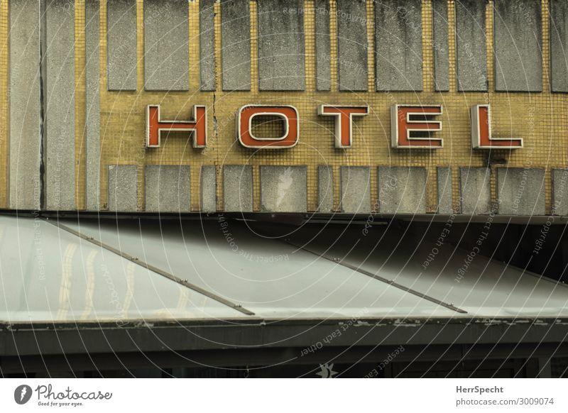 HOTEL Ferien & Urlaub & Reisen Städtereise London Stadtzentrum Mauer Wand Fassade Stein Schriftzeichen Schilder & Markierungen alt außergewöhnlich einzigartig