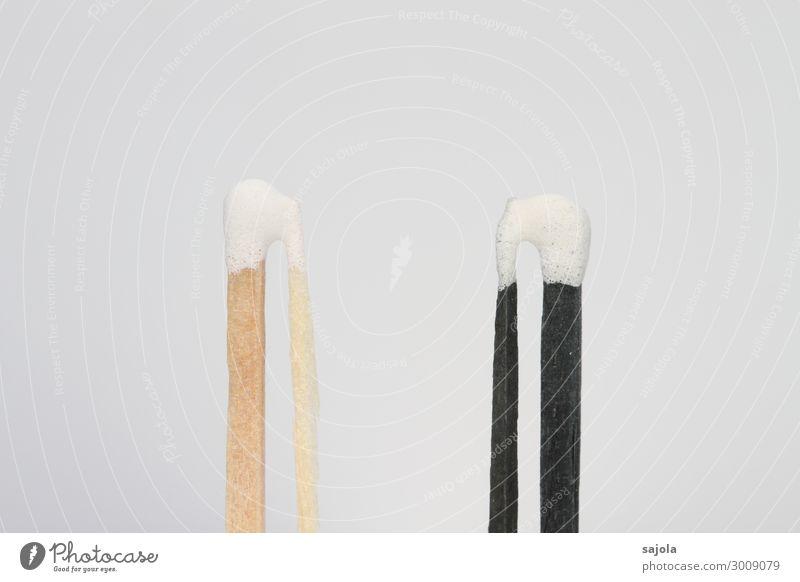 gleich und doch anders Streichholz Holz stehen schwarz weiß Verschiedenheit eigen außergewöhnlich brennbar neu Individualist Farbfoto Gedeckte Farben
