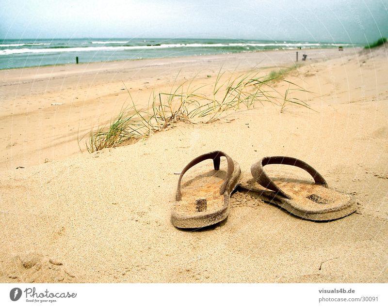 SOMMERTAGSTRAUM Strand Meer Sommer Flipflops braun Physik Wellen Brandung Gras Niederlande gelb schlechtes Wetter Spanien Gezeiten Ebbe Luft Sturm
