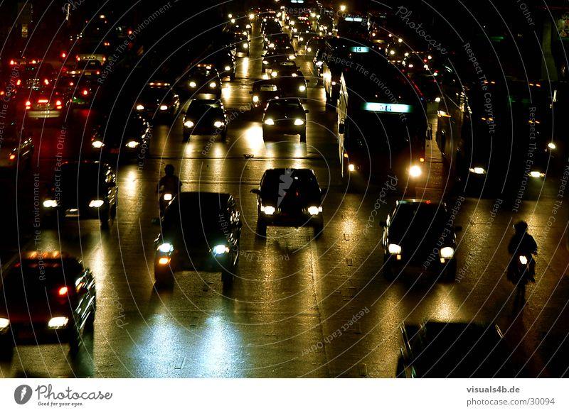 Bangkok-Nights Nacht dunkel Licht Verkehr Verkehrsstau Asien Thailand gelb grün Motorrad Stress Panik Pendler Feinstaub Autobahn Scheinwerfer PKW Straße Smok