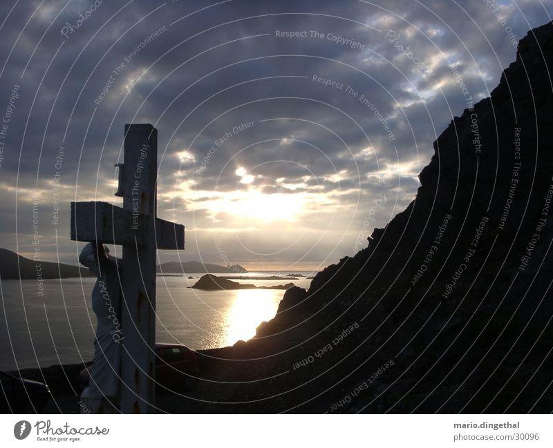 sonnenuntergang im südwesten von irland Himmel Wolken Stimmung Rücken Jesus Christus Republik Irland