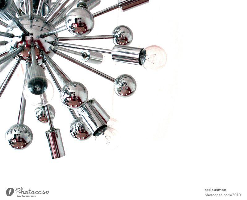 Selbstportrait weiß Lampe Dinge silber Decke Glühbirne Chrom