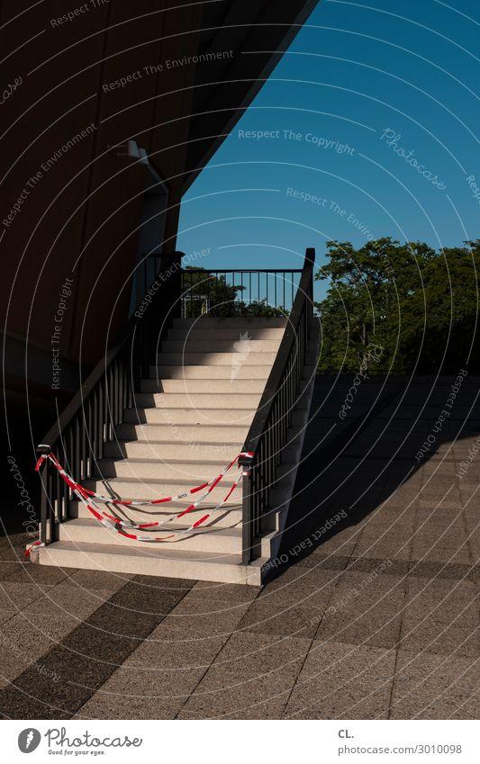 gesperrt Architektur Wege & Pfade Gebäude Treppe Schönes Wetter Platz geschlossen Schnur Bauwerk Wolkenloser Himmel Treppengeländer Barriere