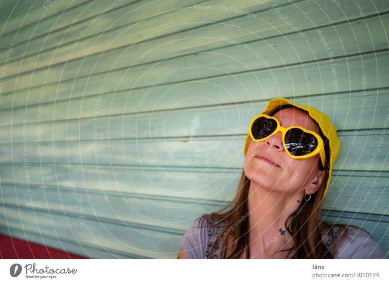 gelassenheit bei karl Frau Zufriedenheit Brille Gelassenheit positiv verträumt