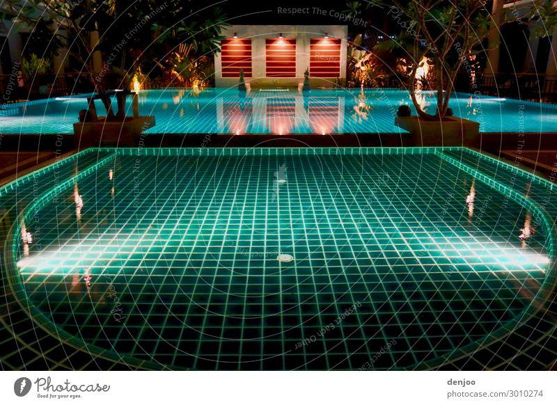 Swimmingpool Wellness Erholung ruhig Schwimmbad Schwimmen & Baden Ferien & Urlaub & Reisen Wasser Außenaufnahme Nacht Licht Schatten Kontrast
