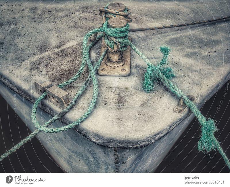 leinen los! Schifffahrt Fischerboot alt authentisch Schiffsbug Seil Hafen Dänemark verwittert maritim Wasserfahrzeug festbinden grau Vergänglichkeit Verfall
