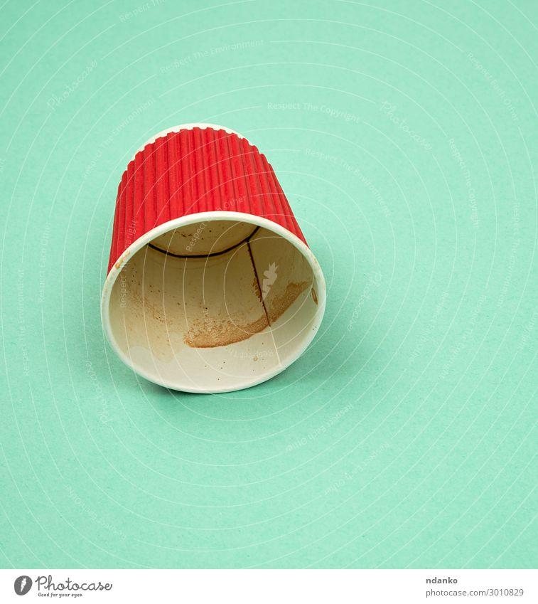 roter Pappbecher mit gewellten Kanten für Heißgetränke Getränk Kaffee Tee Restaurant Container Papier Essen heiß neu Sauberkeit grün rosa Farbe Hintergrund