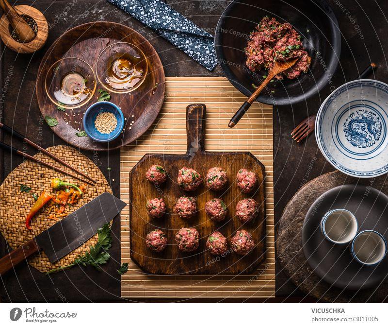 Asiatische Fleischbällchen auf Schneidebrett Lebensmittel Ernährung Asiatische Küche Geschirr Stil Design Tisch Restaurant asian meat balls ingredients top view