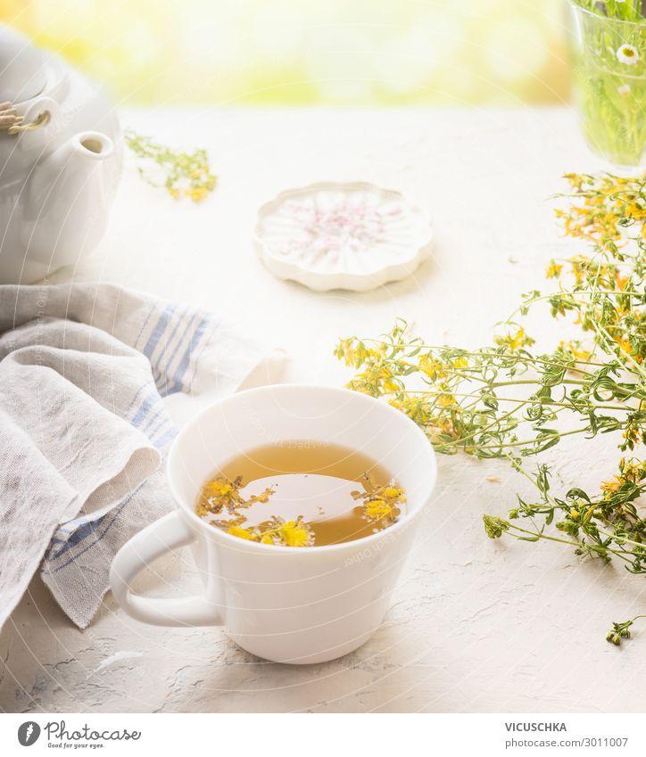 Kräutertee am sonnigen Sommertag Lebensmittel Kräuter & Gewürze Getränk Heißgetränk Tee Tasse Stil Design Gesundheit Gesunde Ernährung Tisch gelb