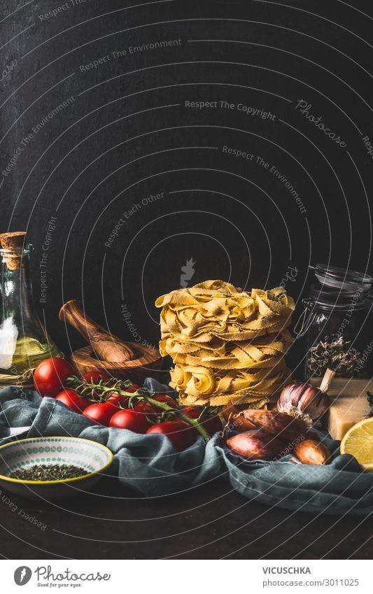 Italienische Fettuccine Pasta und Kochzutaten Lebensmittel Gemüse Kräuter & Gewürze Öl Ernährung Mittagessen Bioprodukte Vegetarische Ernährung Diät