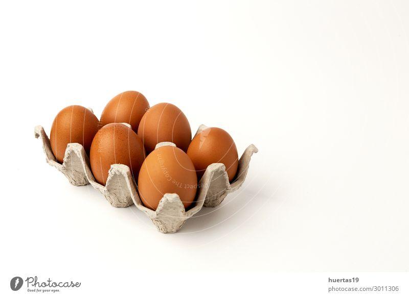 Frische rohe Eier auf weißem Hintergrund Lebensmittel Milcherzeugnisse Frühstück Bioprodukte Dekoration & Verzierung Menschengruppe Tier frisch natürlich