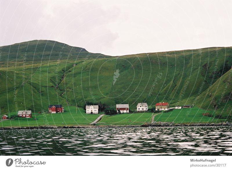 Insel Runde Wasser grün Haus rund Dorf Norwegen