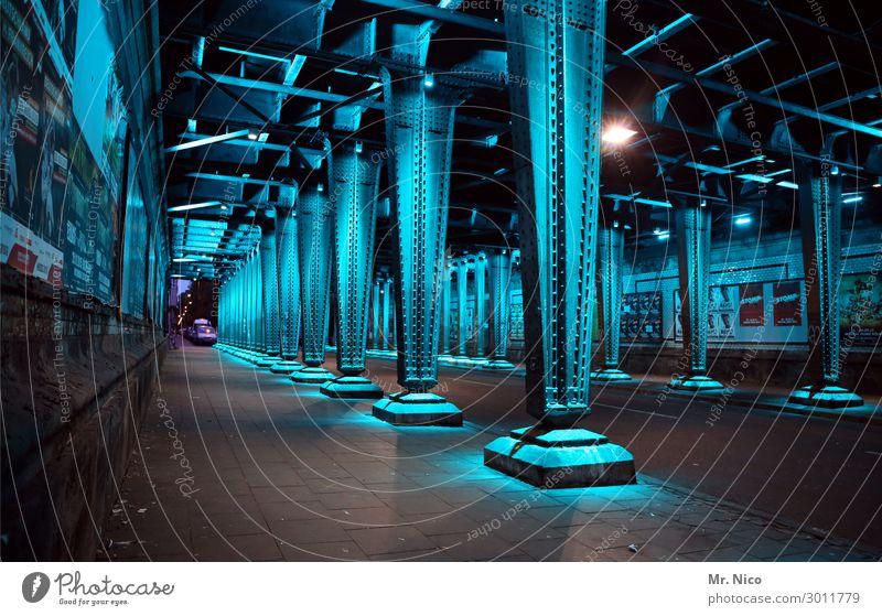 unterirdisch blau Einsamkeit dunkel Straße Architektur kalt Beleuchtung Bürgersteig Stahl Mobilität Köln Tunnel Eisen Strebe Unterführung