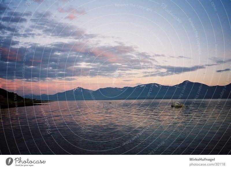 Mitternachtssonne II Skandinavien Norwegen Tromsø Wolken Nacht Sonnenuntergang Meer Wasserfahrzeug Polarkreis Himmel