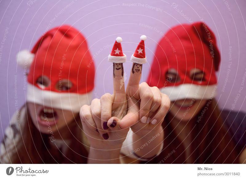 Weihnachtsmonster Weihnachten & Advent feminin Junge Frau Jugendliche Zähne Hand Finger 2 Mensch Mütze langhaarig rot Fröhlichkeit Nikolausmütze Freude Grimasse