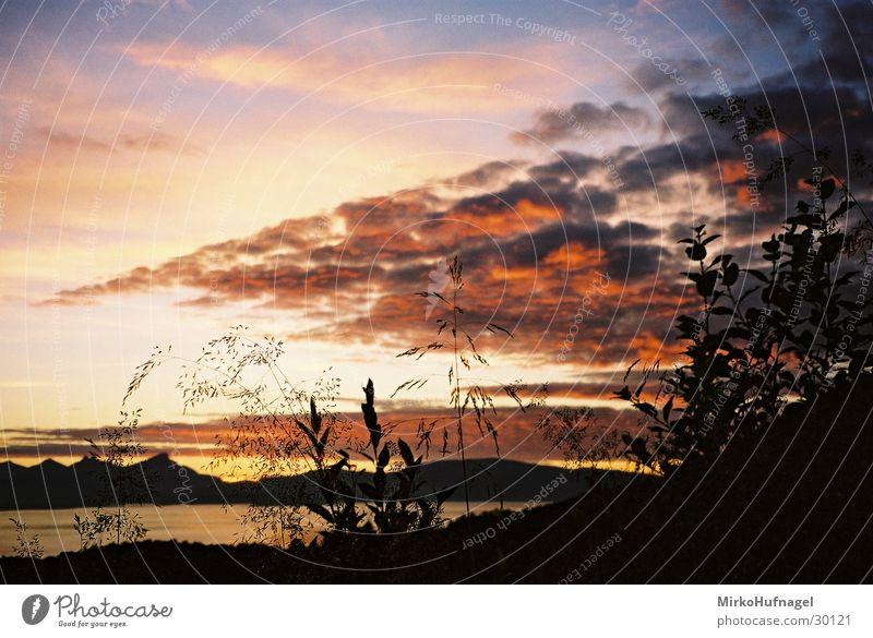 Mitternachtssonne Himmel Wolken Norwegen Skandinavien Polarkreis Tromsø
