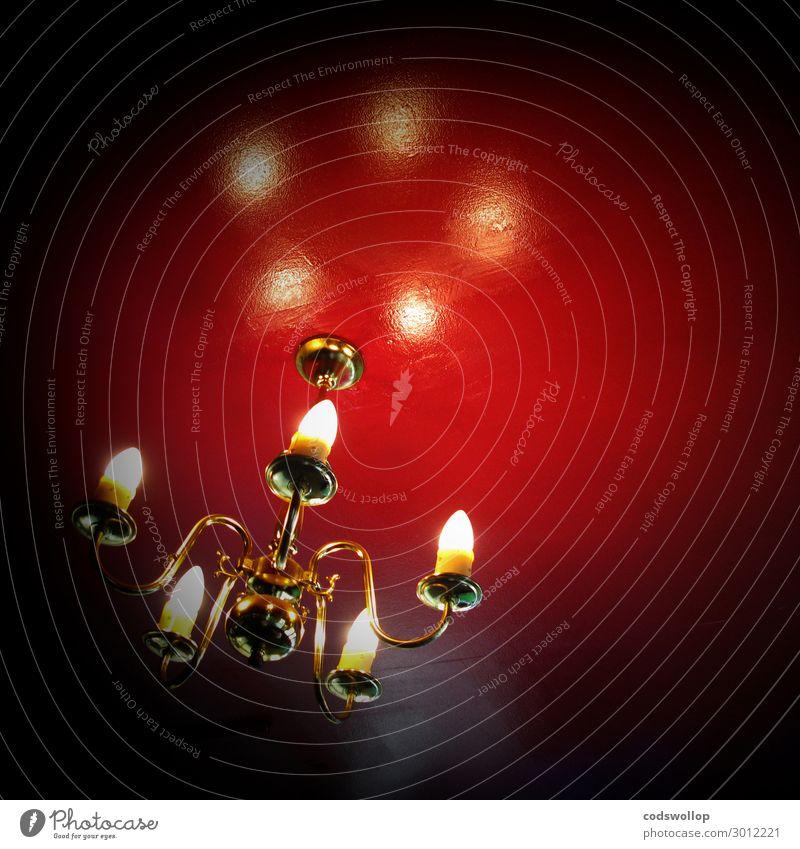 after Mr Eggleston Decke Deckenbeleuchtung Wärme rot Glühbirne Lampe Farbfoto mehrfarbig Innenaufnahme Textfreiraum rechts Textfreiraum oben Froschperspektive