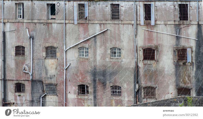 Fassade eines Gefängnis Stadt Haus Fenster Europa Frankreich Gesellschaft (Soziologie) Gewalt Ruine Justizvollzugsanstalt Bretagne