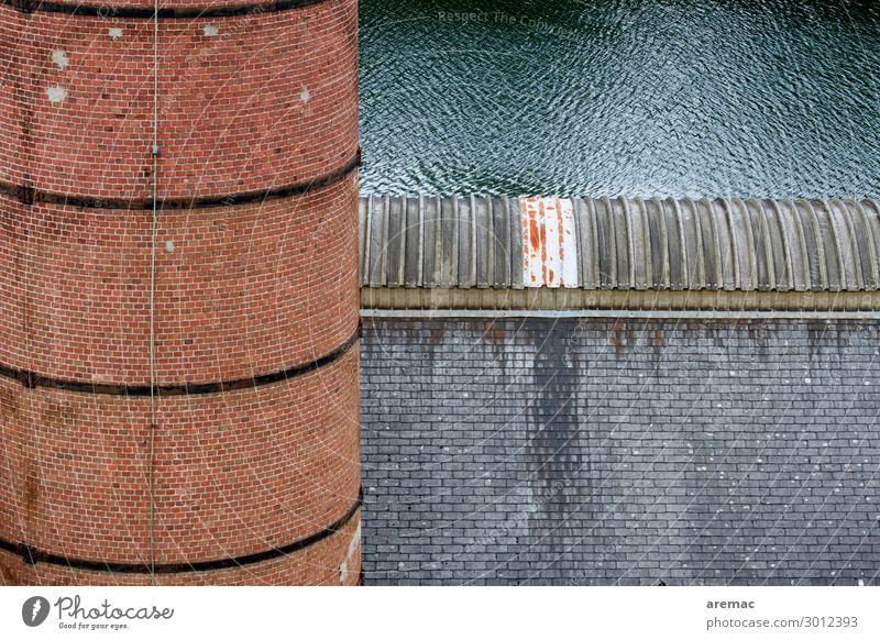 Fabrik mit Schornstein Brest Frankreich Europa Stadt Industrieanlage Bauwerk Gebäude Architektur Kamin Dach alt blau grau rot Außenaufnahme Menschenleer Tag