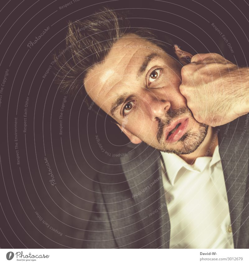 Autsch Mensch Jugendliche Mann Junger Mann Hand Gesicht Erwachsene Leben Business Kunst Kopf maskulin Erfolg beobachten Wut Schmerz