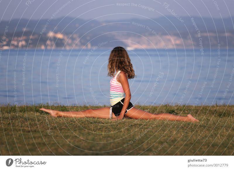 Split at the beach Mädchen Junge Frau Jugendliche Leben 1 Mensch 13-18 Jahre Sommer Schönes Wetter Strand Meer langhaarig Sport dünn schön sportlich Fitness