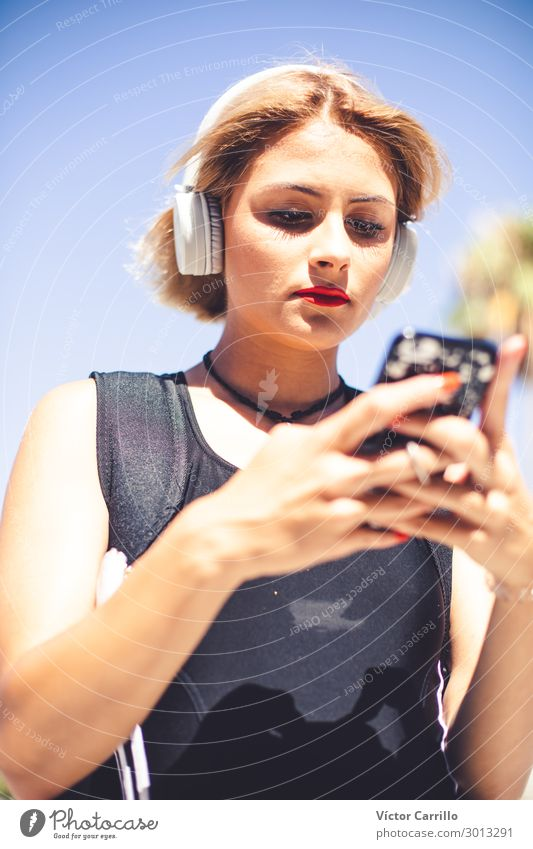 Mensch Jugendliche Junge Frau 18-30 Jahre Lifestyle Erwachsene feminin Telefongespräch
