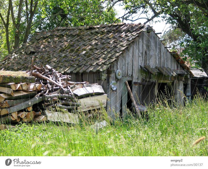 Hütte Holz Gras grün braun Baum Landwirtschaft