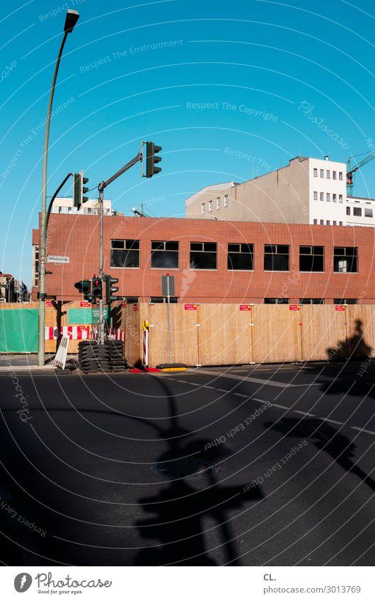 wilhelmstraße, berlin Himmel Stadt Haus Straße Architektur Wand Wege & Pfade Berlin Gebäude Mauer Verkehr Hochhaus Schilder & Markierungen Schönes Wetter