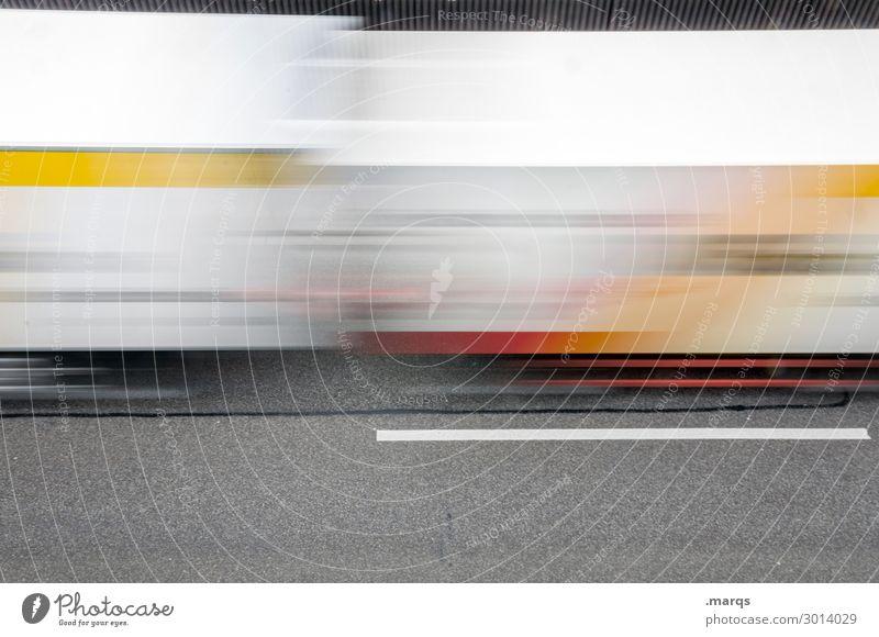 Güterverkehr Wirtschaft Güterverkehr & Logistik Verkehr Straße Autobahn Lastwagen fahren Geschwindigkeit Bewegung Mobilität Termin & Datum liefern Farbfoto