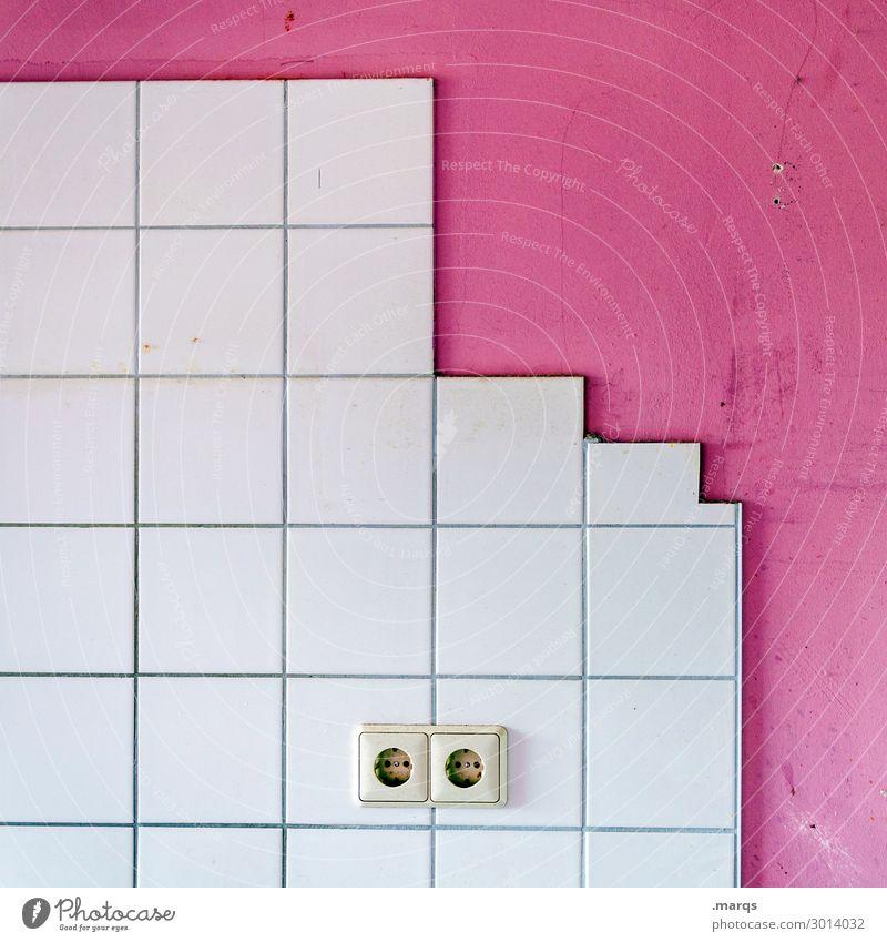 Plug-in Mauer Wand Fliesen u. Kacheln Steckdose 2 Häusliches Leben einfach rosa weiß Farbe Elektrizität Energiewirtschaft Farbfoto Innenaufnahme Menschenleer
