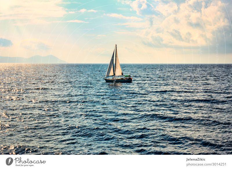 Segelboot auf offener See Lifestyle Erholung Ferien & Urlaub & Reisen Tourismus Ausflug Abenteuer Freiheit Kreuzfahrt Sommer Sommerurlaub Sonne Meer Insel