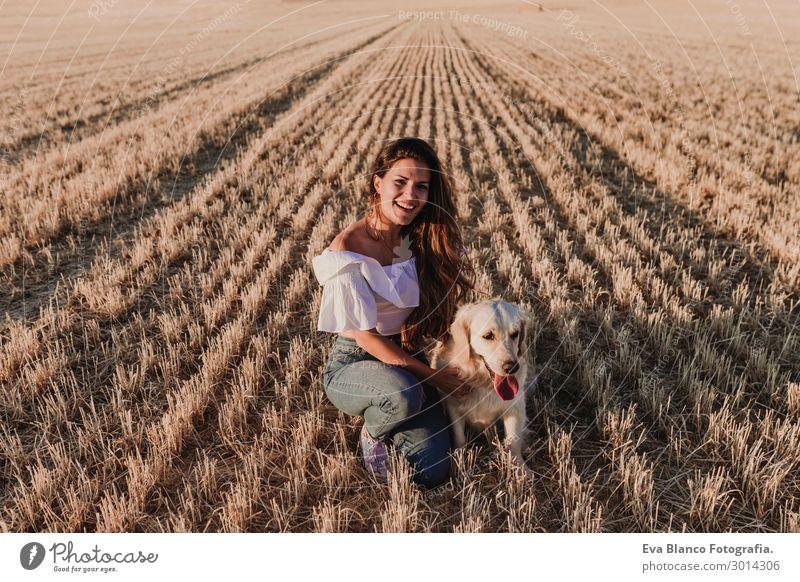 Frau Mensch Natur Hund Jugendliche Junge Frau Sommer schön weiß Sonne Tier Freude Lifestyle Erwachsene gelb Liebe