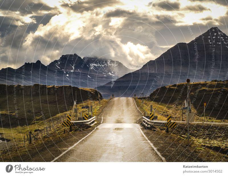 Islands Straßen Himmel Ferien & Urlaub & Reisen Sommer Landschaft Sonne Wolken Ferne Berge u. Gebirge Wege & Pfade Schnee Tourismus Freiheit wandern Verkehr