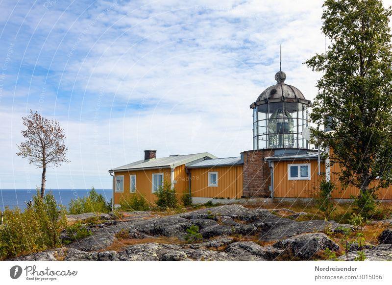 Leuchtturm an der Ostsee in Schweden Ferien & Urlaub & Reisen Tourismus Sommer Sommerurlaub Landschaft Wasser Himmel Wolken Sonne Schönes Wetter Baum Gras Hügel