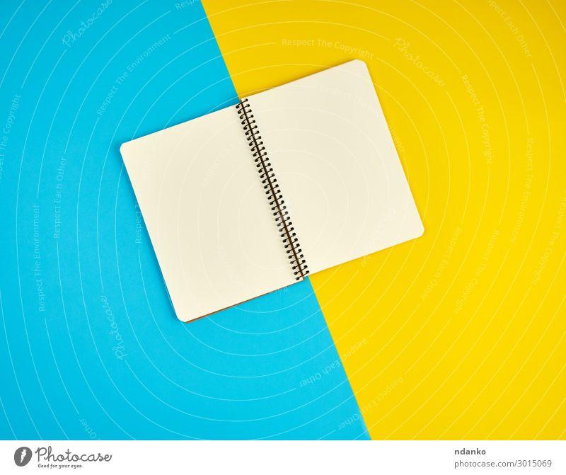 offenes Spiralnotizbuch mit leeren weißen Seiten Schule Büro Business Buch Papier schreiben oben Sauberkeit blau gelb Idee flach Entwurf List Hintergrund blanko