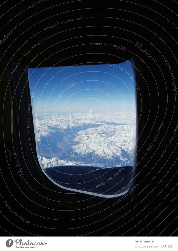 kleine welt Schnee Fenster Berge u. Gebirge Flugzeug Luftverkehr Aussicht Alpen