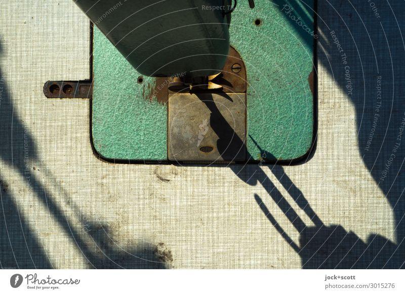 Nahtstelle Nähmaschine Nähnadel Metall Kunststoff retro Wärme grün Stimmung Kraft gewissenhaft Genauigkeit ästhetisch Design innovativ Nostalgie Pause Präzision